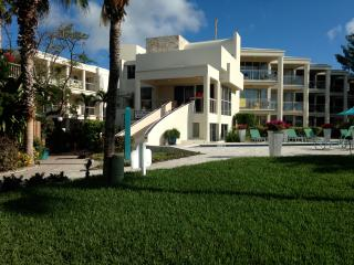 2 bdr Condo on Grace Bay beach, Providenciales