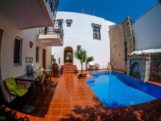 XENIA-Private flat in a getaway oasis with pool, Atsipopoulo