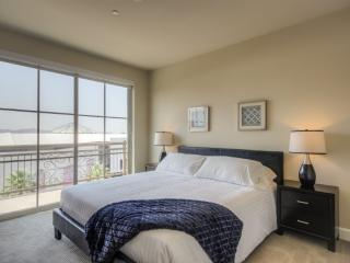 SPACIOUS AND FURNISHED 1 BEDROOM APARTMENT, Glendale