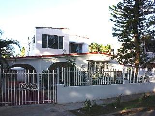 Large apartment in a charming house 2 min to beach, San Juan