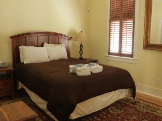 Newly Renovated Executive Downtown 2 Bedroom, Charleston