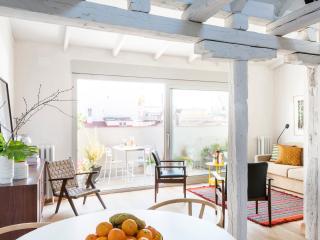 Penthouse w/Terrace @ Cortes Huertas, Madrid