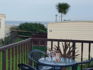 4 Berth, 2 bedroom Caravan,with stunning Sea Views