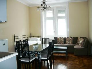 Carmen apartment in VIII Józsefváros {#has_luxuri…, Budapest