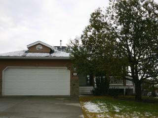 West Terrace Bungalow - 4 bedrooms, Cochrane, AB
