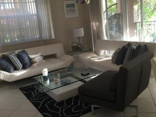 3 BD 2 BA YATCH CLUB NEWLY RENOVATED APARTMENT., Aventura