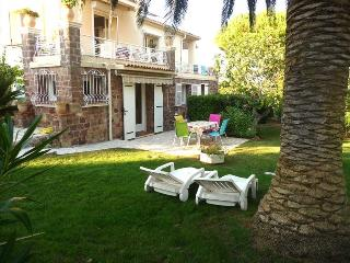 Rafe 190086 apartment with terrace for 2, shared heated pool, sea at 150 mtr., Les Issambres
