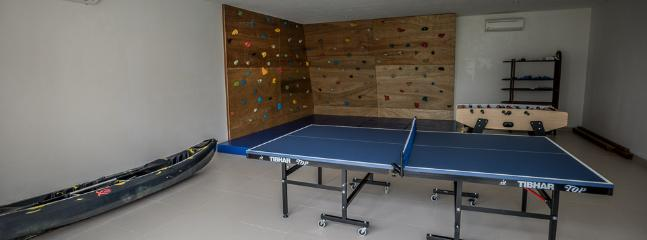 1000 sq ft Kids Room with climbing wall, ping pong and fusball table