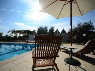 Trullo Alessia with pool in the heart of Valle d'I, Cisternino