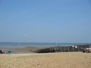 Seabreeze Whitstable 3 bedrooms. Short stroll to beach, restaurants and shops.