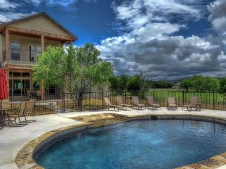 Brand new house with pool, private river access and hiking!, Concan