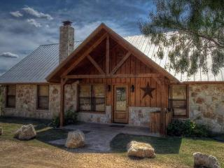 Frio River - Mountain Valley Subdivision - COWBOY CANTINA home with Pool!, Concan