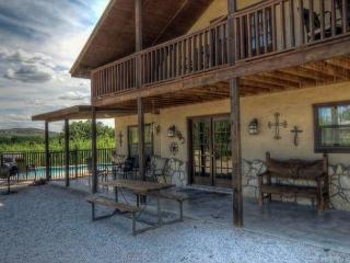 Frio River! - Mountain Valley Subdivision - LONE  OAK home  with Pool!, Concan