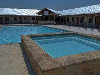 Frio River! - Mountain Valley Subdivision - ROCKIN RIVER LODGE with Pool!, Concan