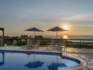 Breathtaking sunset views! 3BR villa, private pool, Kissonerga
