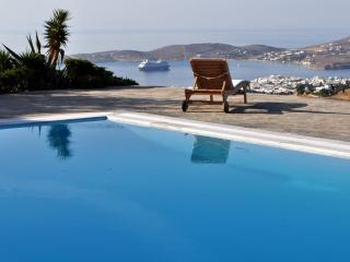 Villa Karma with private pool next to Parikia