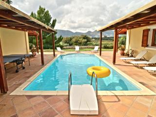 Olive Hill 4-Bedroom  Mansion - Private Pool