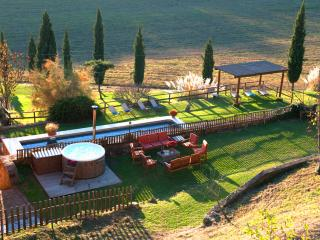 Tuscany Villa,Pool, Hot tub,wi-fi,15km from Siena