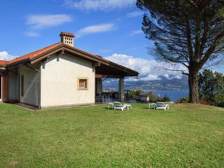 Admirable villa for perfect relaxing vacations with views over the lake!