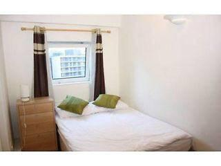 Nice double room, 1min to Westferry Stn!, London