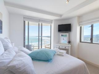 Seafront Apartment on the Golden Mile, Strand