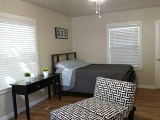 FURNISHED Studio, stainless steel app, hardwood flr, Santa Clara
