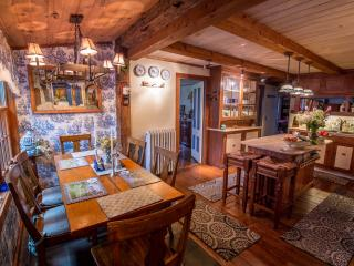 Cozy but spacious country kitchen with dining area for 6 people.