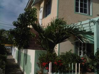 Private 2BR, Beautiful Home-Separate Entrance, Portmore