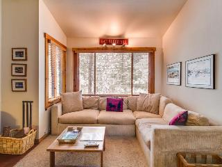 Ski-in/ski-out condo w/ rec center access & shared pool and hot tub!, Truckee