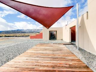 Remote location, off the grid with great desert views, WiFi!, Benton