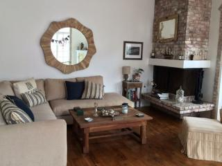 LUXURIOUS AND CLASSY FURNISHED 3 BEDROOM 3 BATHROOM DREAMHOUSE ON THE FAMOUS VENICE CANALS, Los Ángeles