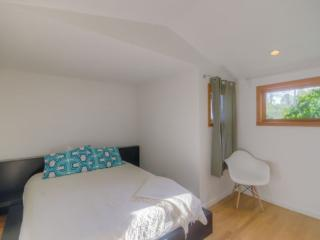 MODERN AND SPACIOUS FURNISHED 1 BEDROOM 1 BATHROOM HOME NEAR ABBOT KINNEY BOULEVARD, Los Ángeles