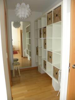 Dormitorio principal con espacio vestidor.