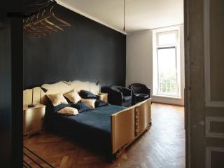 Luxury Black Boutique Apartment-The Main Square, Krakow