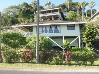 Beautiful house in front of the beach, Faanui