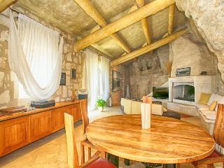 Historic Provence Villa Near Les Baux - Villa de la Grotte