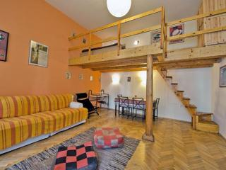 Opera Romantica apartment in VI Terezvaros with WiFi.