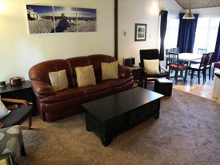 2/2 Pet-Friendly Condo, Centrally Located in Town, Mammoth Lakes