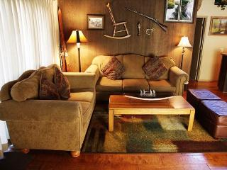 4/3, On Shuttle Route, Large Townhome, Sleeps 10, Mammoth Lakes