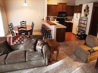 3 bedroom / 2 bath Mammoth condo in town. Sleeps 10, Mammoth Lakes