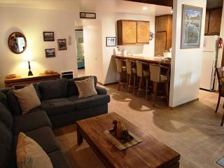 2 Bedroom plus Loft/2 Bathroom, Sleeps up to 8, Great Amenities!, Mammoth Lakes