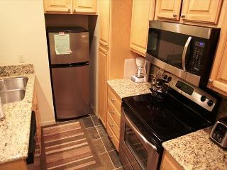 Cozy, 1 Bed + Loft/2 Bath, On Shuttle Route