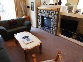 Phase 5! 3 Bedroom/3 Bathroom, Internet Included, Sleeps up to 8!, Mammoth Lakes