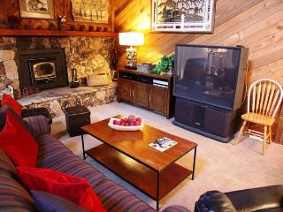 2 Bedroom + Loft, 3 Bathroom, Sleeps up to 10, In town near shops, WiFi, Mammoth Lakes