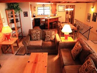 2 Bedroom + Loft / 3 Bathroom, Sleeps 8, Wireless Internet, On shuttle Route, Mammoth Lakes