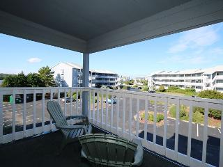 Spinnaker Point 203C - Condo in quiet community with a pool and beach access, Carolina Beach