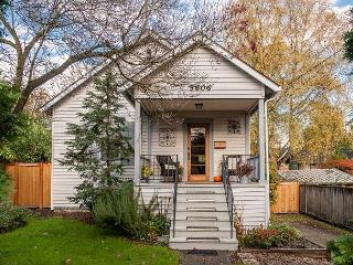 Warm and cozy  3BR Seattle Home – 6 Miles to Downtown