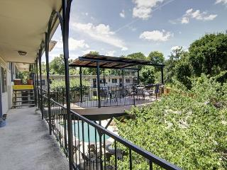 South River Condo - 1br/1ba - Walk to South Congress & Lady Bird Trail! Pool!