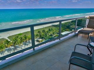 Giant Corner 2BR/2BA Suite, 1500sf, for 7 guests, Oceanfront building, Miami Beach
