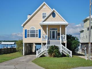 'Southern Breeze' Beach + Lagoon w Pier 5 BD Family Home, Gulf Shores